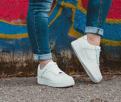 Sportowe buty na koturnie - hity,  które warto znać