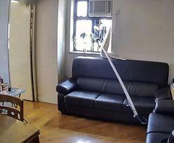 Ukradł torebkę, nie wchodząc do mieszkania na 10. piętrze. Jest nagranie