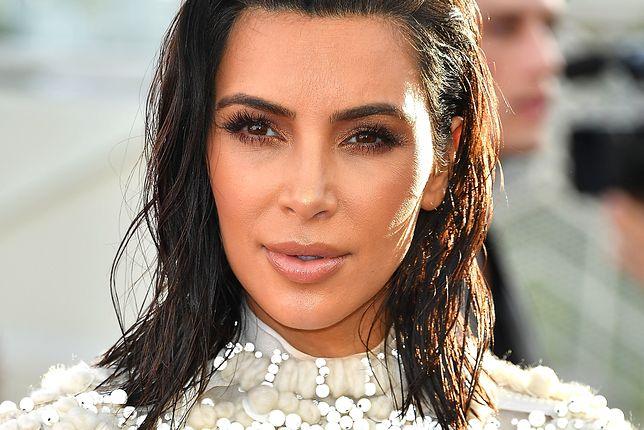 """Kim Kardashian z """"szóstym palcem"""". Fani nie mają wątpliwości"""