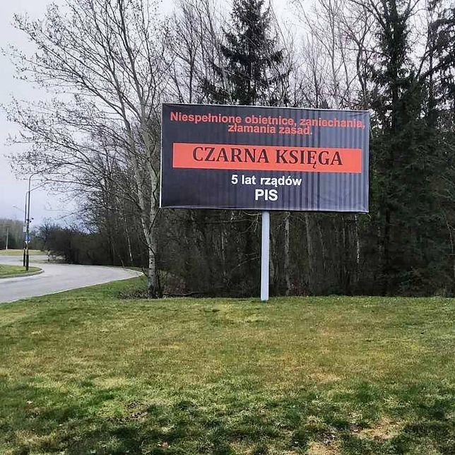 """Billboard atakujący PiS na Białorusi. """"Nieporadność językowa"""""""