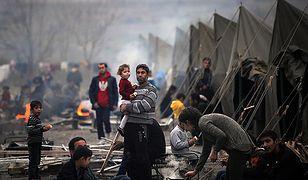 Imigranci w jednym z obozów dla uchodźców