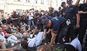 Marsz ONR w Warszawie. Próby blokady i interwencje policji