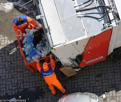 Segregowanie śmieci. W Zamościu mieszkańców pilnuje kamera