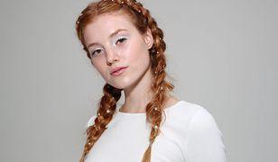 Dewy skin. Jak uzyskać modny efekt mokrej skóry? Poznaj wakacyjny makijaż 2020