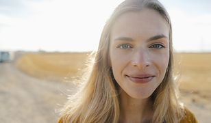 Baza rozświetlająca pod makijaż. Czy wiesz dlaczego, warto po nią sięgnąć?
