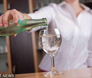 """Woda w restauracji jest niewiele tańsza od małego piwa. """"Kranówka? To nie licuje z prestiżem lokalu"""""""