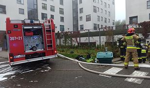 Warszawa. Z ogniem walczą strażacy