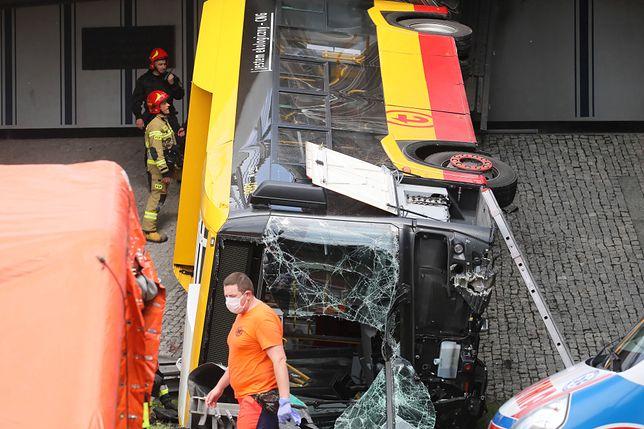 Warszawa. Wypadek autobusu na S8. Najnowsze informacje służb