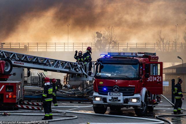 Wrocław. Strażacy walczą w pożarem
