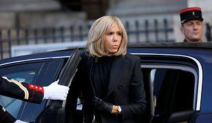 Brigitte Macron w płaszczowej sukience. To ulubiony krój Melanii Trump