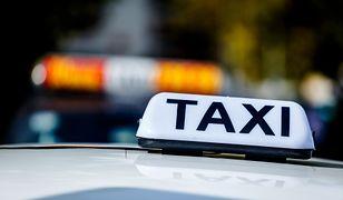 Kierowca stołecznej taksówki zderzył się z osobówką.