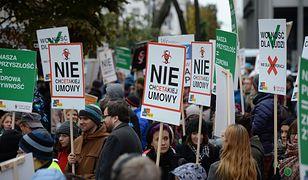 Protest przeciw CETA i TTIP na ulicach Warszawy [GALERIA]