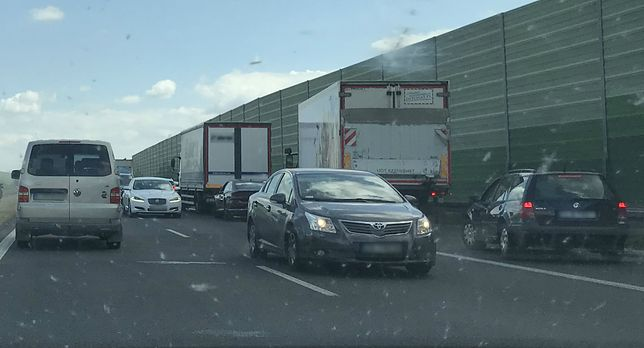 Kierowcy zablokowali korytarz życia na A1