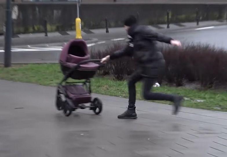 Wózek jechał wprost pod auto. Youtuber chciał zrobić pranka
