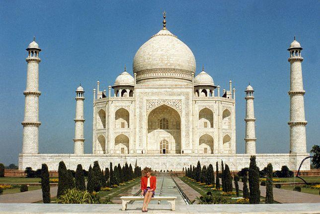 Księżna Diana przy Taj Mahal w Indiach
