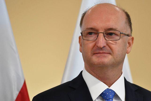 Wybory parlamentarne 2019. Nietypowy plakat wyborczy wiceszefa MSZ Piotra Wawrzyka