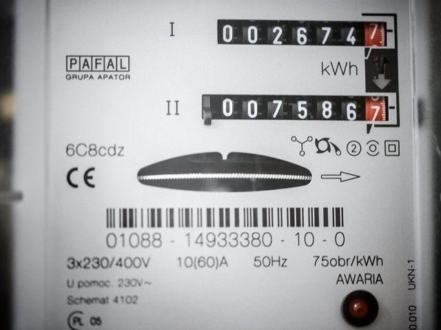 Tak zapłacisz mniej za prąd - proste sposoby