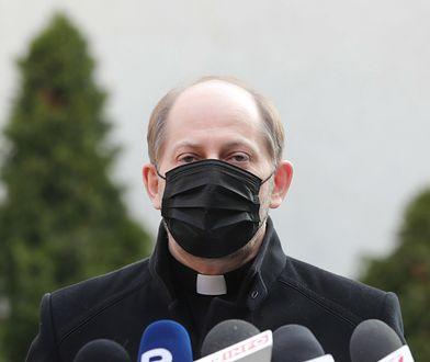 """Koronawirus w Polsce. Rzecznik KEP mówi o """"donosach"""" na proboszczów. """"Dostawali mandaty"""""""