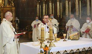 """Niedziela Palmowa. Nowe obostrzenia: """"chętnych do udziału w liturgii jest więcej"""""""