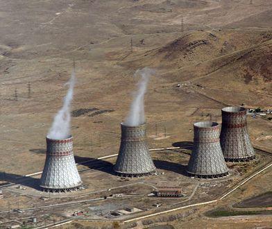Chłodnie kominowe armeńskiej elektrowni atomowej Metsamor