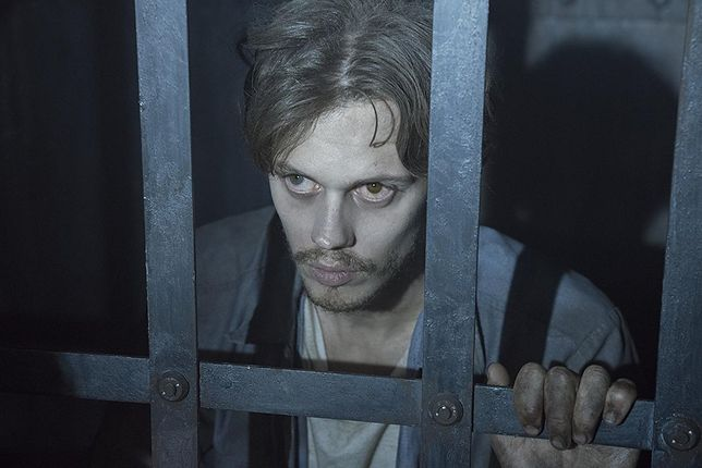 "Bill Skarsgård w serialu ""Castle Rock"""