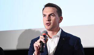 """Poseł Adam Szłapka donosi na TVP. """"Nielegalne finansowanie PiS i kampanii wyborczej partii"""""""