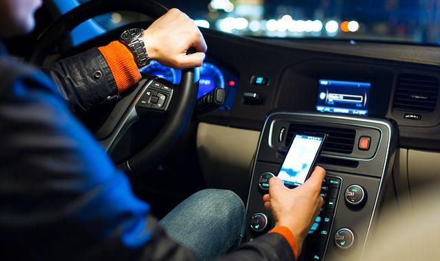 Smartfon w samochodzie może doprowadzić do wypadku