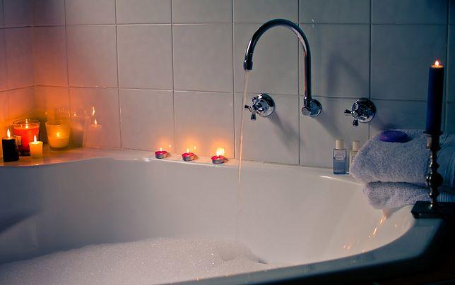 """Włamywacz-romantyk. """"Zapalił świece, szykował kąpiel"""""""