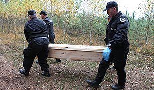 12 trumien odnaleziono w lesie koło Konina