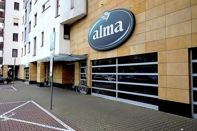Logo delikatesów Alma jest proste w formie