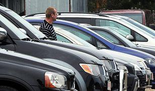 Wypożyczanie samochodu: ważne zapisy w umowie