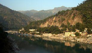 Źródła Gangesu znajdują się w Himalajach, w lodowcach górskich na zachód od pasma Nanda Dewi