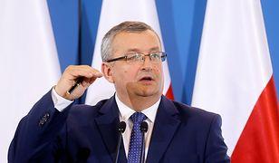 """Adamczyk apeluje do budowlanki. Prosi o """"rozsądną cenową ofertę"""" dla ofiar nawałnic i oferuje pomoc rządu"""