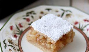 tradycyjna szarlotka. Kruche ciasto i soczyste jabłuszka