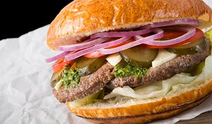 Burger z mięsem z tarantuli