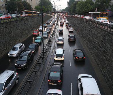 Warszawa. Na Trasie Łazienkowskiej w piątek 10 stycznia br. doszło do dwóch kolizji [zdj. archiwalne]