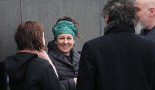 Olga Tokarczuk przed hotelem w Sztokholmie. 10 grudnia br. noblistka odbierze z rąk króla Szwecji Karola XVI Gustawa złoty medal oraz dyplom