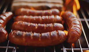 Jak wybrać dobrą kiełbasę na grilla?