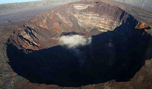 Gigantyczny krater na Syberii. Forma o głębokości 50 m utworzyła się w regionie arktycznej tundry
