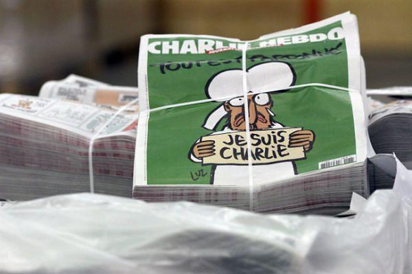 """Błyskawiczna sprzedaż """"Charlie Hebdo"""". Zwiększają nakład z 3 do 5 mln"""