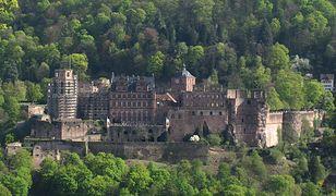 Zamek w Heidelbergu jest malowniczo usytuowany na zboczu góry