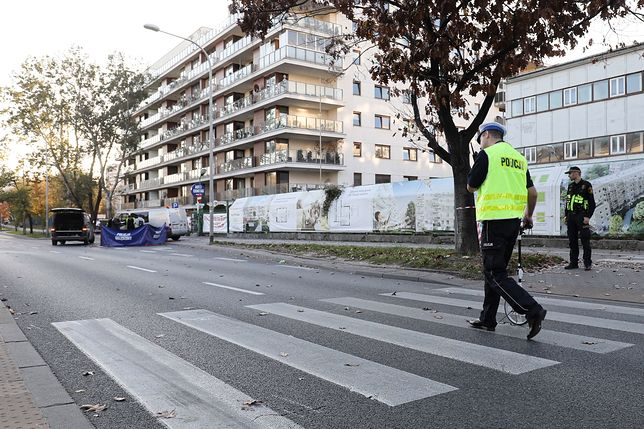 """Wypadek w Warszawie. Mieszkańcy od lat apelują o poprawę bezpieczeństwa na ul. Sokratesa. """"Kolejna tragedia to kwestia czasu"""""""