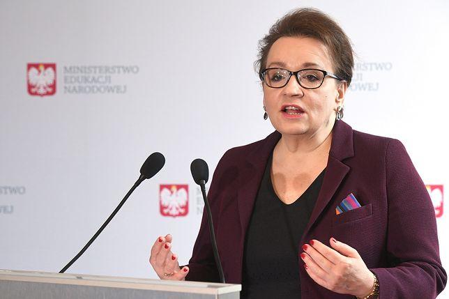 Anna Zalewska proponuje nauczycielom szybkie podwyżki. ZNP nie wierzy minister i nadal grozi strajkiem