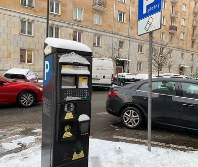 Płacąc za parkowanie w mieście często należy podać numer auta