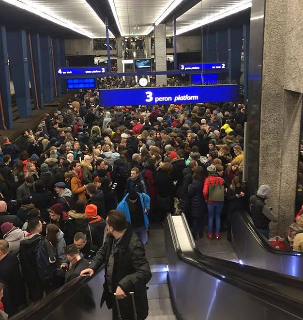 Zima i remonty sparaliżowały Dworzec Centralny w stolicy