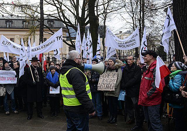 Patryk Jaki o protestach KOD: to kawiorowa elita, kawiorowe protesty. Mieli monopol, a teraz kwiczą