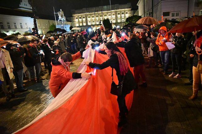 """Nie chcą reformy sądownictwa. """"Wielka demonstracja"""" przed Pałacem Prezydenckim"""