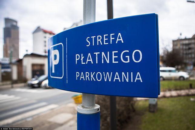 Warszawa. Mieszkańcy Woli i Pragi-Północ chcą większych stref płatnego parkowania