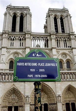 Plac przed Notre-Dame otrzymał imię Jana Pawła II