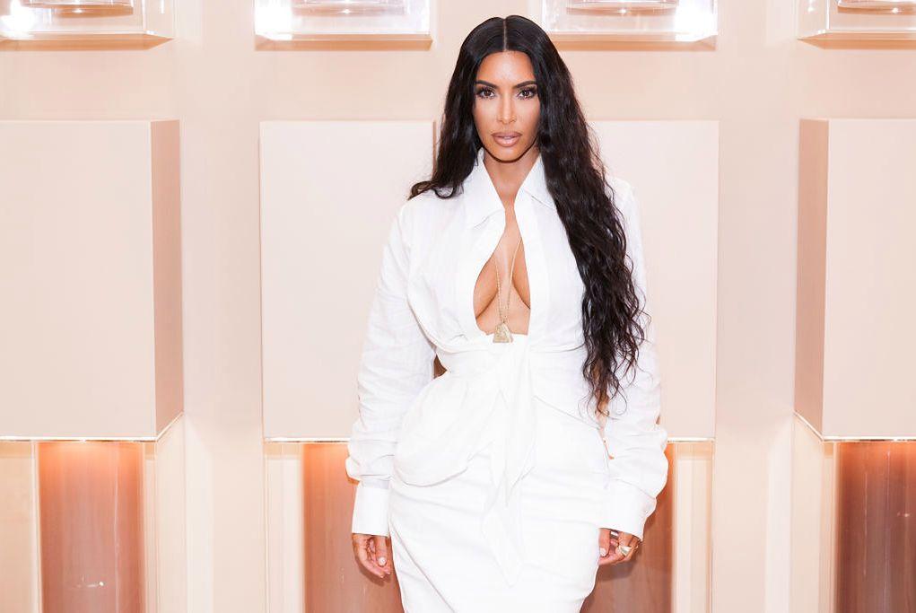 Kim Kardashian na kolejnej diecie. Perfekcyjną talię zawdzięcza tym produktom